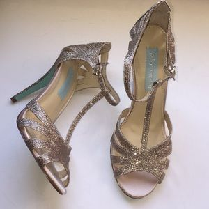 Betsy Johnson gold sparkly heels size 7!